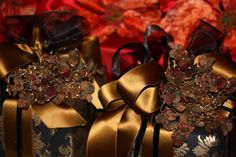 A Gift Wrapped Life - Gifting Tips, Advice and Inspiration: Still Wrapping..........in Holiday Red