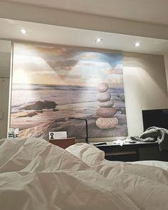 @toistalo Långvikin sänky on 5/5!! Ja vieläpä muhkean peiton lisäksi KAKSI tyynyä per nukkuja! 😍🖤 #långvik #langvikhotel #långvikhotel #sleepwell #viiskauttaviis   Långvik Congress Wellness Hotel Instagramissa • Kuvat ja videot Golf Holidays, Relax, Tapestry, Wellness, Room, Instagram, Home Decor, Hanging Tapestry, Bedroom