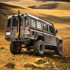 Land Rover Defender. Via 500px.