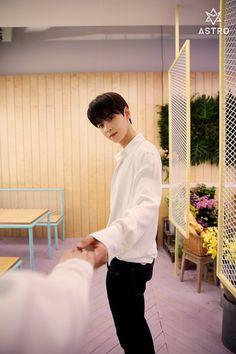 I wish those hands were mine Cha Eun Woo, Kim Myungjun, Park Jin Woo, Cha Eunwoo Astro, Lee Dong Min, Astro Fandom Name, Sanha, Korean Bands, Kpop