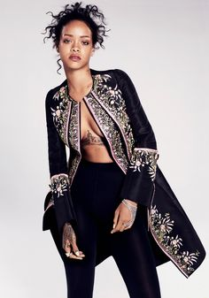 Rihanna for Elle US, December 2014 Photographed by: Paola Kudacki Coat by Dior Haute Couture. Tights by Wolford. Handpiece by Colette. Estilo Rihanna, Mode Rihanna, Rihanna Style, Rihanna Fenty, Rihanna Fashion, Rihanna Makeup, Rihanna 2014, Rihanna Vogue, Look Fashion