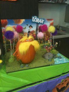 Lorax pumpkin -- idea for Halloween pumpkin auction Pop Culture Halloween Costume, Creative Halloween Costumes, Halloween Crafts, Halloween Decorations, Halloween Painting, Pumpkin Decorating Contest, Pumpkin Contest, Pumpkin Ideas, Decorating Ideas