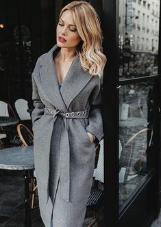 Here is another set of winter outfit ideas which are very stylish and perfect for the winter season. These outfits are trending across regions. Cozy Winter Outfits, Fall Outfits, Fashion Outfits, Womens Fashion, Fashion Trends, Fashion Styles, Stylish Coat, Work Fashion, Fashion Design