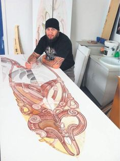 Steve Smith is working on for Turanga Health depicting Rongowhakaata from Manutuke, Ngai Tamanuhiri from Muriwai and Te Aitanga a Mahaki which encompasses the expanse between Waihirere to Mangatu. Maori Designs, Maori Face Tattoo, Maori Patterns, Flax Weaving, Polynesian Art, Nz Art, Scary Art, Maori Art, Kiwiana