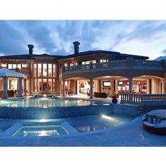 Amazing Amazing house, luxury, modern, awesome. Casa increible, lujosa, moderna, espectacular.