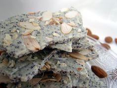 Ninas kleiner Food-Blog: Weiße Bruchschokolade mit Mohn und gerösteten Mandeln