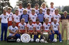 Deutscher Meister 1983: HSV Football Shirts, Football Team, Hamburger Sv, La Champions League, Kids Soccer, Hamburg Germany, Team Photos, Big Men, Trainer