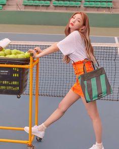 Chungha Facts: – Chungha was born in South Korea. Kpop Girl Groups, Kpop Girls, Lily Youtube, Korean Girl, Asian Girl, Kim Chanmi, Chung Ah, Kim Chungha, Fandom