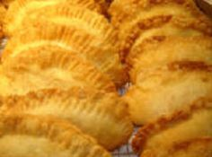 yum and so simple! My mom used to dry her own fruit for these pies, they were the best! Fried Peach Pies, Fried Apple Pies, Fried Pies, Apple Recipes, Snack Recipes, Dessert Recipes, Cooking Recipes, Grill Recipes, Easy Recipes