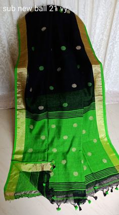 Pure Lenin Sarees With Butti Design Elegant Fashion Wear, Trendy Fashion, Saris, Silk Sarees, Designer Sarees, Beautiful Saree, Saree Blouse Designs, Cool Style, Motivational