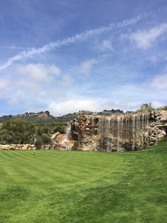 First hole at the luxury Trump National Golf Club in Los Angeles. Our Residential Golf Lessons are for beginners, Intermediate & advanced. Our PGA professionals teach all our courses in an incredibly easy way to learn and offer lasting results at Golf School GB www.residentialgolflessons.com