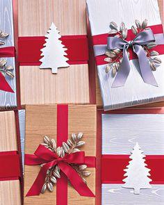 Embalagens de presente clássicas de Natal.