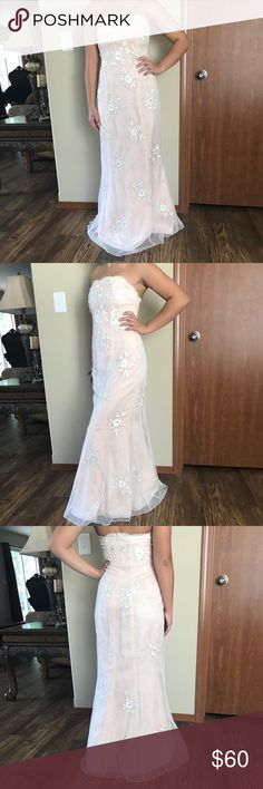 Prom / Homecoming dress Perfect condition pale pink lace strapless dress Niki Lavis Dresses Prom