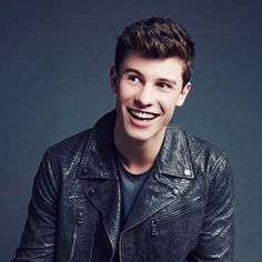 SHAWN STAAAAAAAPPP IT WITH THAT DANG SMILE!!!!