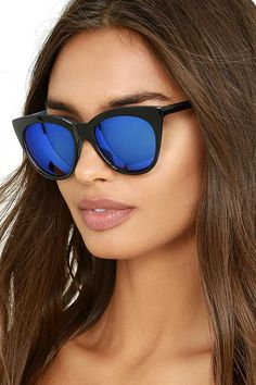 No matter where you are, the California Day Black and Blue Mirrored Sunglasses will make you feel like having some fun in the sun! Black cat-eye frames house cool, reflective blue lenses.