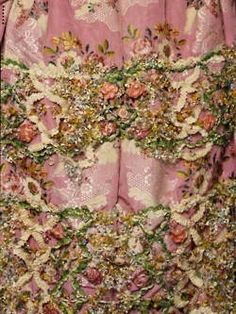 www.facebook.com/cakecoachonline - sharing -  Antique embroidery !  I wish i could find this , would love to own this