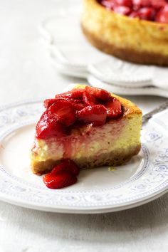 Cheesecake with strawberries.Cheesecake - a fine sandy base, mascarpone drizzled with strawberry sauce and a layer of delicate cheese! Enjoy your enjoyment!