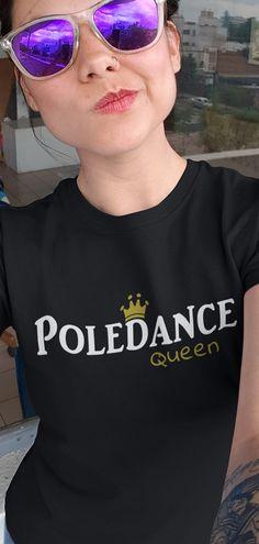 Stylisches T-Shirt, für alle die Poledance, Fitness, Workout, Stange, Gogo, Poletänzerin, sexy dance, Pole dance, Tänzerin und gogo lieben. Hervorragend designed, und mit schöner Grafik bedruckt. Großartige Geschenkidee für Männer, Frauen und Kinder sowie Mütter, Väter, Brüder, Schwestern, Freunde, Freundin, Onkel, Tante, Omas und Opas welche Pole Dance Shirts mögen. Perfekt zum Geburtstag, B-Day, Weihnachten, Ostern, Namenstag, Hochzeit, Geburt, Schwangerschaft, Sponsion, Abschluss. Sexy T Shirt, Sexy Dance, Pole Fitness, Pole Dancing, Fitness Fashion, Mirrored Sunglasses, Shirt Designs, Workout, Outfits