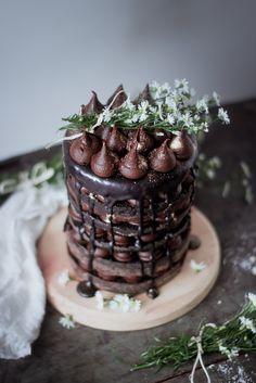 pastel de 6 capas de chocolate                                                                                                                            More