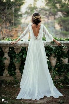 White wedding dress. All brides think of finding the ideal wedding day, but for this they need the ideal bridal wear, with the bridesmaid's outfits complimenting the brides-to-be dress. Here are a few ideas on wedding dresses.