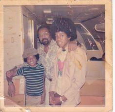 Michael Jackson and Jermaine Jackson. I love this Polaroid. Michael Jackson, Michael Love, Jackson Family, Jackson 5, Jermaine Jackson, Like Mike, Paris Jackson, The Jacksons, King Of Music