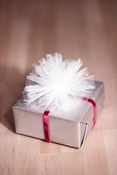 diy ideen geschenke schön verpacken rosa  geschenkband tüll schmuck
