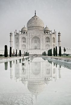 The Taj Mahal, Agra, Uttar Pradesh, India...