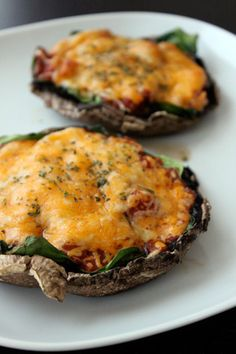 portobello mushroom pizza (with spinach, salsa and cheese).