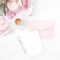 Beautiful Pink and Red Styled Stock Photos for Women Entrepreneurs — Haute Stock Hand Fonts, Hand Lettering, Feminine Fonts, Whimsical Fonts, Commercial Use Fonts, Flat Lay Photography, Product Photography, Home And Deco, Designer Wallpaper