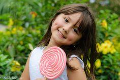 Menina segura pirulito gigante. Book Infantil, My Children, Kids, You Are Beautiful, Dimples, Little Girls, Samara, Junho, Angels