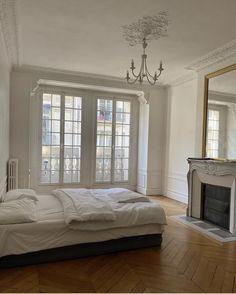 Dream Home Design, House Design, Parisian Room, Dream Apartment, Aesthetic Room Decor, Home Living, Dream Rooms, My New Room, Bedroom Decor
