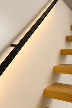 Trapleuning in gelakt staal met LED verlichting