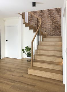 Home Stairs Design, Interior Stairs, Door Design, Home Interior Design, House Design, Modern Stair Railing, Modern Stairs, Open Trap, Foyer Decorating