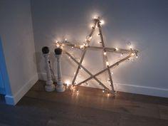 Houten  ster Christmas Star, Xmas, Chandelier, Bright, Ceiling Lights, Diy, Inspiration, Santa Clause, Home Decor