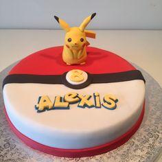 Pikachu cake truffles from ka Pokemon Birthday Cake, 32 Birthday, Pokemon Torte, Pokemon Cakes, Mini Cakes, Cupcake Cakes, Cupcakes Lindos, Decors Pate A Sucre, Pikachu Cake