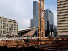 Vorige week is de 1e bouwkraan geplaatst bij de bouwplaats van First Rotterdam.Het 130 meter hoge kantoorgebouw naar het ontwerp van de Architecten Cie zal in 2015 worden opgeleverd. Gerelateerd nieuws:First Rotterdam per 2016 nieuwe locatie hoofdkanto...Bezwaar First Rotterdam afgewezenSloop panden Bouwcentrum in volle gang t.b.v. Firs...Sloop t.b.v. First Rotterdam foto-update 14-nov-20...Bouw First Rotterdam gestart