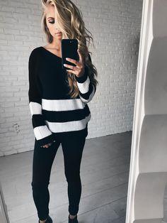 JessaKae, blonde hair, wavy hair, blonde, waves, ootd, sweater, style, mirror picture, mirror selfie, women's fashion