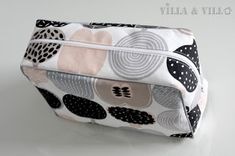 Villa ja Villa: DIY meikkipussi tai pussukka (versio 2) Diy Bags Purses, Diy Purse, Diy Projects To Try, Handicraft, Diy Clothes, Fabric Crafts, Printing On Fabric, Diy And Crafts, Pouch