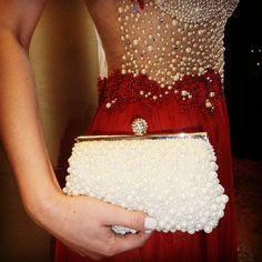 Detalhes do look de hoje #details #bag #perolas #white #wedding #party #elfos #lojaelfos