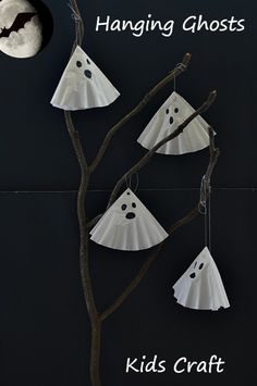 Simple and non-scary ghost craft for kids. Perfect as a Halloween craft/center activity for kids all ages. Post has other ideas for display inside a classroom or in a home. #halloweencrafts #halloweencraftsforkids