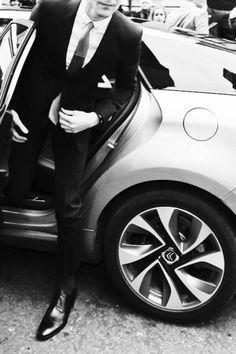 suit up, you drive a nice car Gentleman Mode, Dapper Gentleman, Gentleman Style, Dapper Men, Fashion Moda, Girl Fashion, Mens Fashion, Fashion Menswear, Fashion Hub