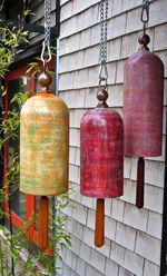 Garden bells - Daniel Herreshoff click now for more. Ceramic Plates, Ceramic Pottery, Ceramic Art, Sculptures Céramiques, Cloche, Pottery Studio, Clay Projects, Clay Creations, Yard Art