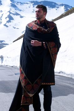 I always feel Indian mens wear has a regal quality in it's detail and structure that is largely unmatched in Western wear. Sherwani, Indian Men Fashion, Mens Fashion, Kashmiri Shawls, Indian Man, Inspiration Mode, Character Inspiration, Outfit Trends, Best Black
