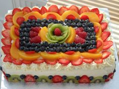 Cake decorated with fruits (cake decorating videos watches) Fruit Pizza Frosting, Fruit Pizza Bar, Easy Fruit Pizza, Food Cakes, Cupcake Cakes, Fruit Cakes, Cupcakes, Pizza Birthday Cake, Cake Original