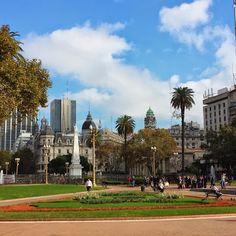 Buenos Aires , Plaza de Mayo . . .