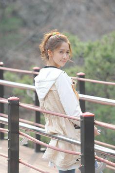 Yoona from Girls Generation. I love this drama! Love Rain!
