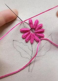 Hand Embroidery Patterns Flowers, Basic Embroidery Stitches, Hand Embroidery Videos, Hand Embroidery Tutorial, Hand Embroidery Designs, Embroidery Kits, Crewel Embroidery, Diy Easy Embroidery, Diy Embroidery For Beginners