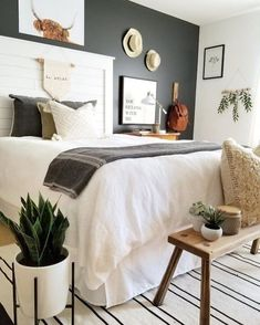 69 Best Farmhouse Bedding Decor Ideas And Remodel - Diy Schlafzimmer Home Design, Interior Design, Design Ideas, Design Concepts, Design Design, How To Dress A Bed, Suites, Home Bedroom, Dark Master Bedroom