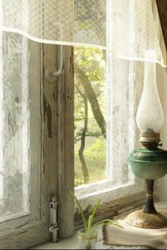 chippy country window, lace curtain, decor