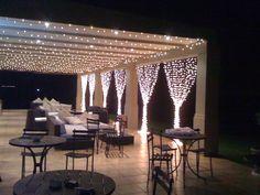 the curtain of fairy lights on the terrace - Diy Garden Decorations Outdoor Restaurant Patio, Outdoor Cafe, Outdoor Decor, Pergola Lighting, Outdoor Lighting, String Lighting, Led Curtain Lights, Outdoor Fairy Lights, Modern Entrance